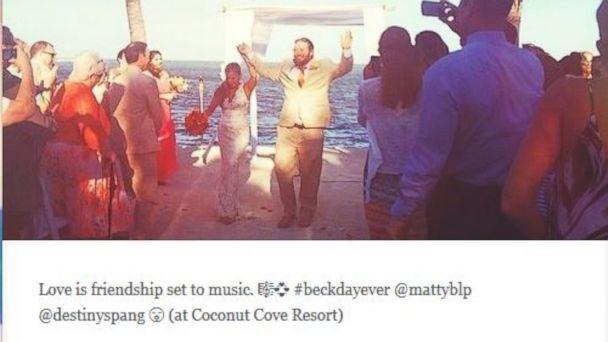 PHOTO: The #SocialMedia Wedding.