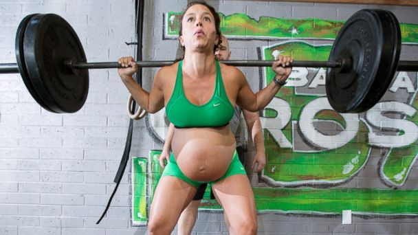 PHOTO: Meghan Umphres Leatherman, 33, is nine months pregnant, lifts a heavy weight at her home town gym, April 26, 2014, in Phoenix.
