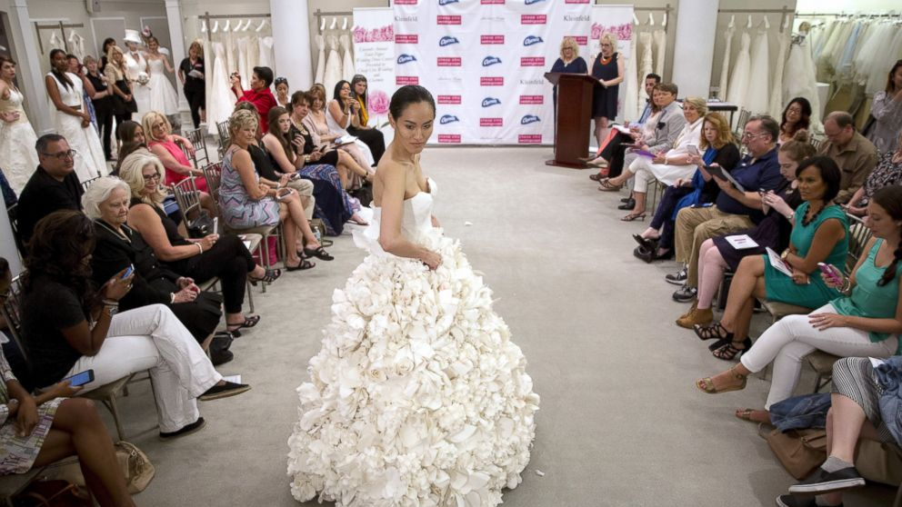 Toilet Paper Wedding Dresses So Stunning You'd Be Proud to Wear Them Down  the Aisle - ABC News
