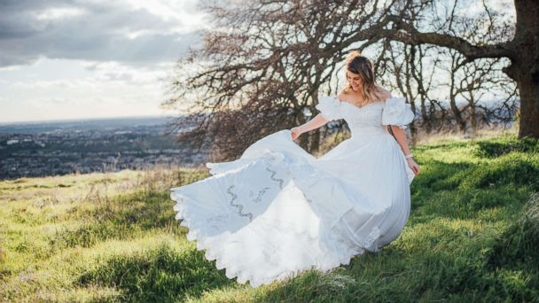 c236eeb0df7 Bride honors late mother by wearing her wedding dress in now viral photo  shoot