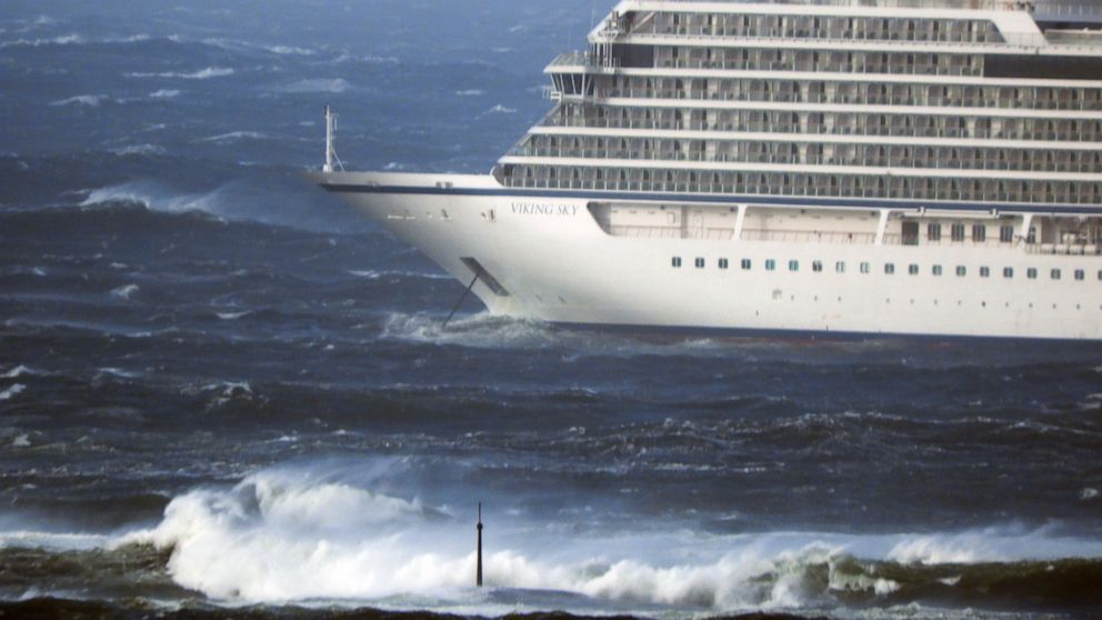 Cruise ship off Norway evacuates passengers by helicopter