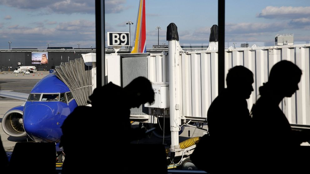 US airlines expect record crowds over Labor Day weekend