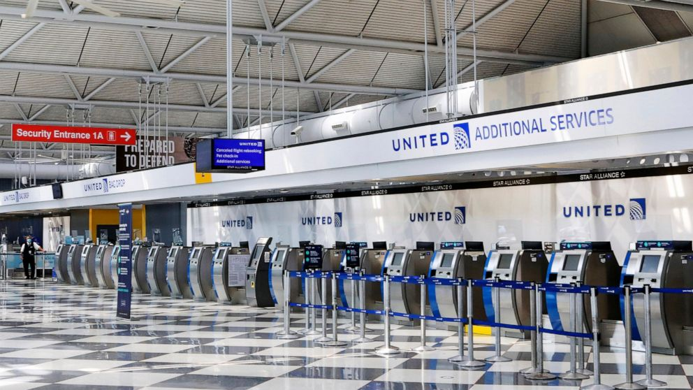 United says it will drop widely scorned ticket-change fees thumbnail