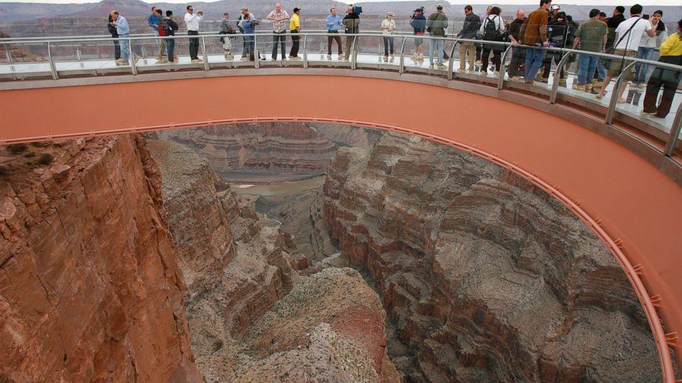Beamter: Mann springt zu seinem Tod im Grand Canyon Skywalk
