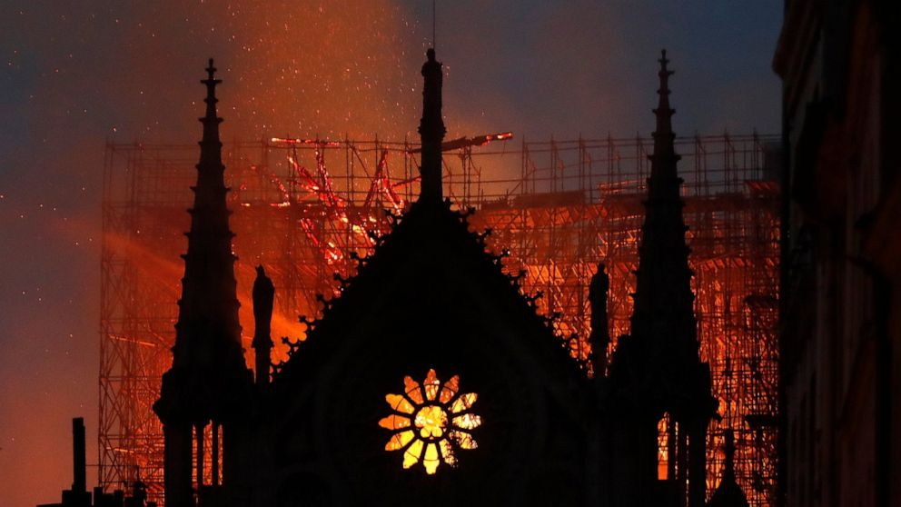 Lead leak from Notre Dame cathedral fire prompts lawsuit thumbnail