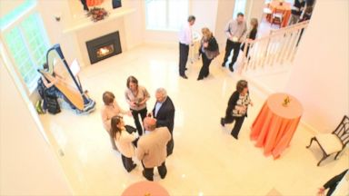 PHOTO: When it comes to luxury, million-dollar homes, real estate agents are now using pimped-out, over-the-top open houses to help get buyers in the door.