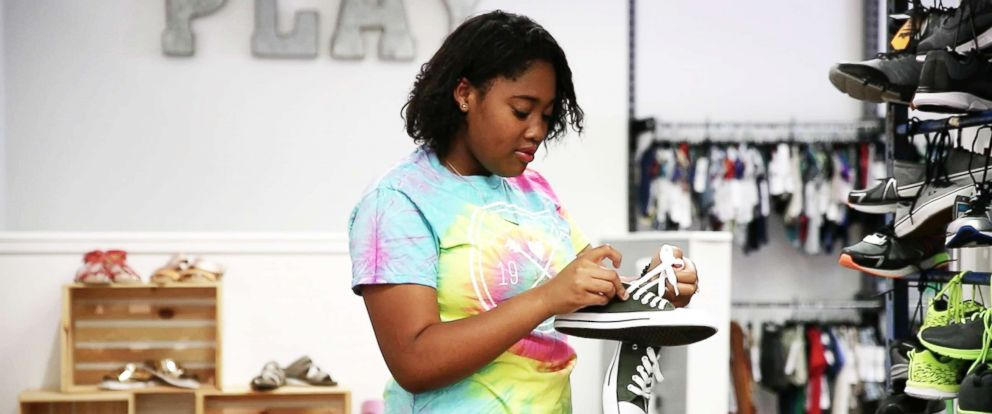 PHOTO: Alexie, 14, shops for shoes at The Twig in Venice, Fla.