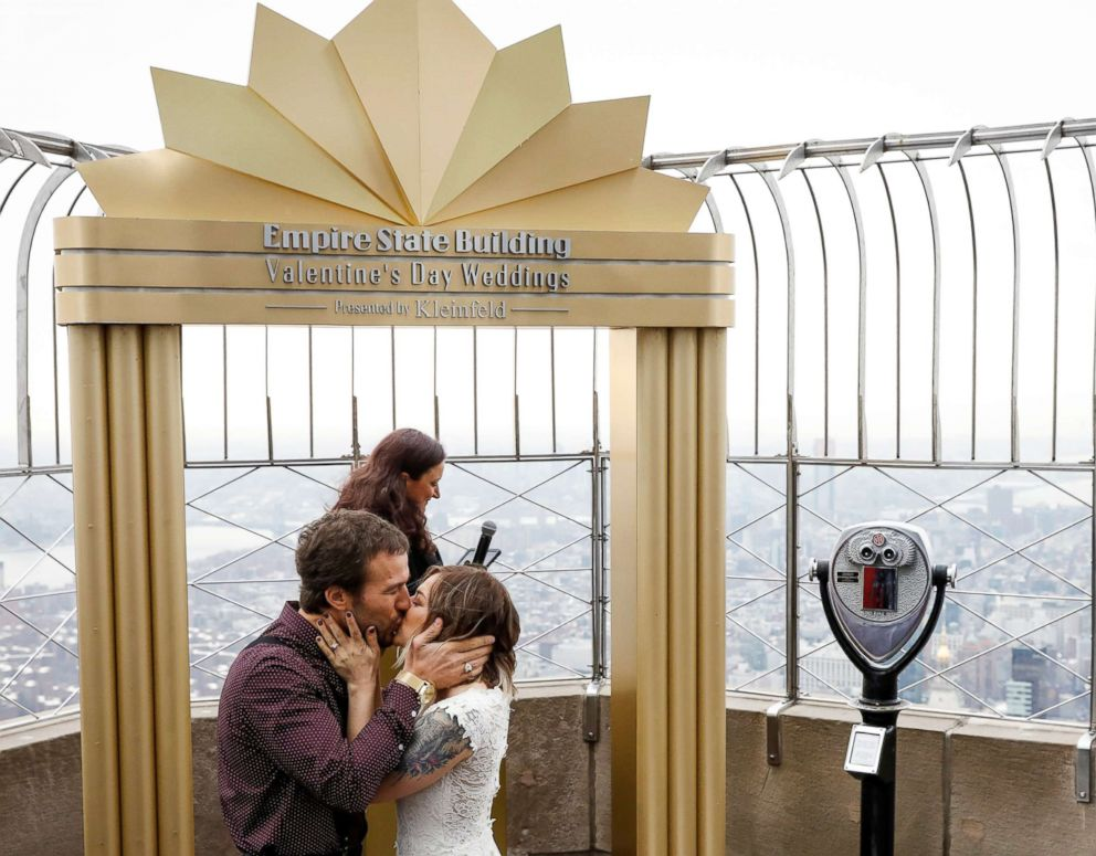 PHOTO: Alixandra and Brett Epps kiss after renewing wedding vows at their Valentines Day ceremony at the top of the Empire State Building in New York, Feb. 14, 2018.