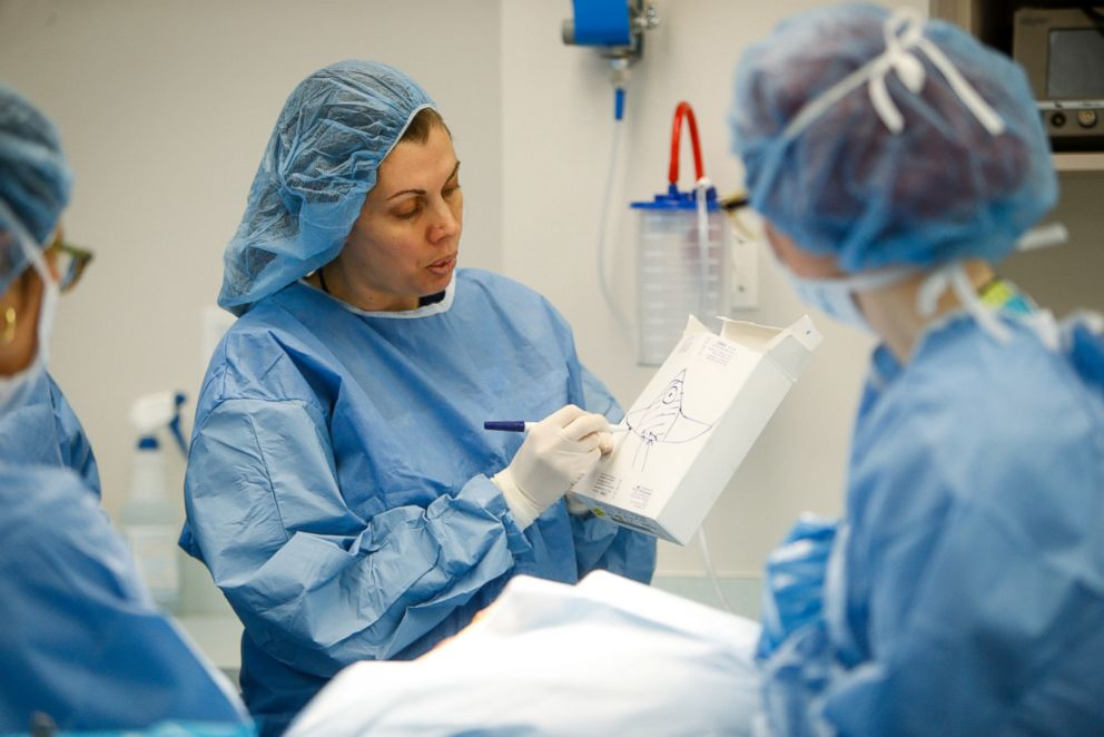 PHOTO: Dr. Anne Peled teaches an oncoplastic surgery course, Marking Lab.