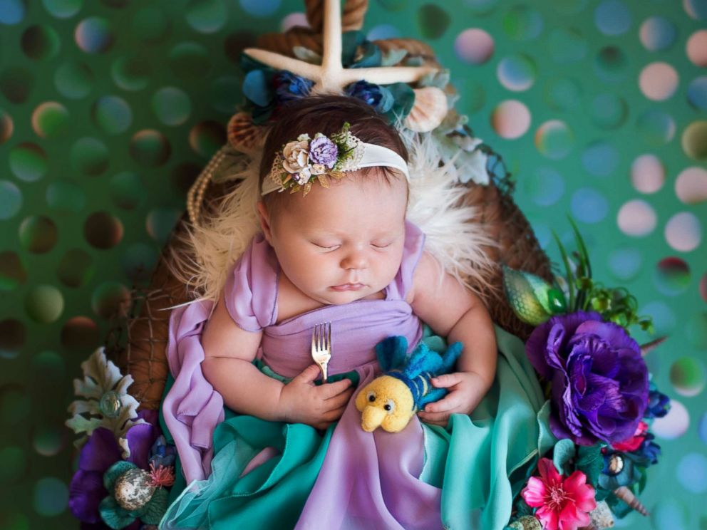Photo a photographer turned newborn babies into disney princesses for a magical photo shoot