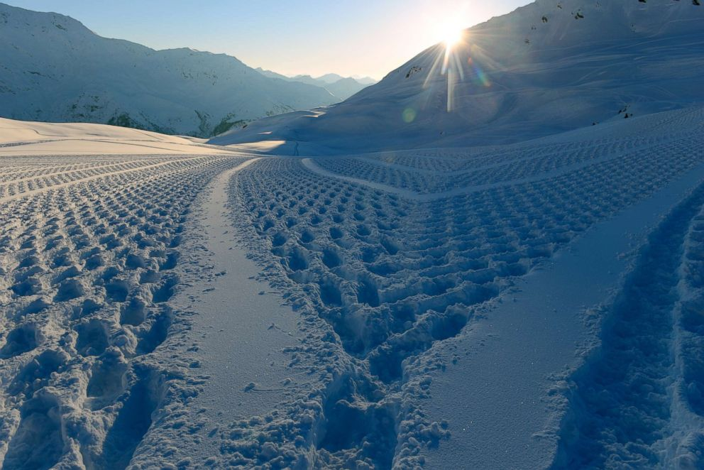 PHOTO: Simon Beck creates intricate geometric designs in the snow using only his feet strapped to snow shoes.