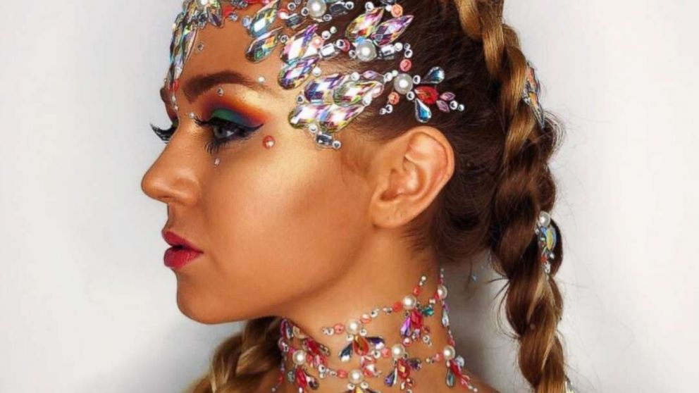 Bejeweled Hair Is The Extravagant Summer Time Trend Weve Been