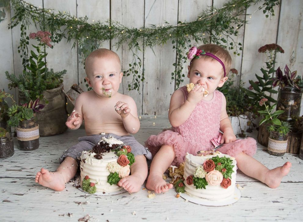 PHOTO: Maxwell and Harper Hosburgh pose in a cake smash photo shoot in honor of their first birthdays.