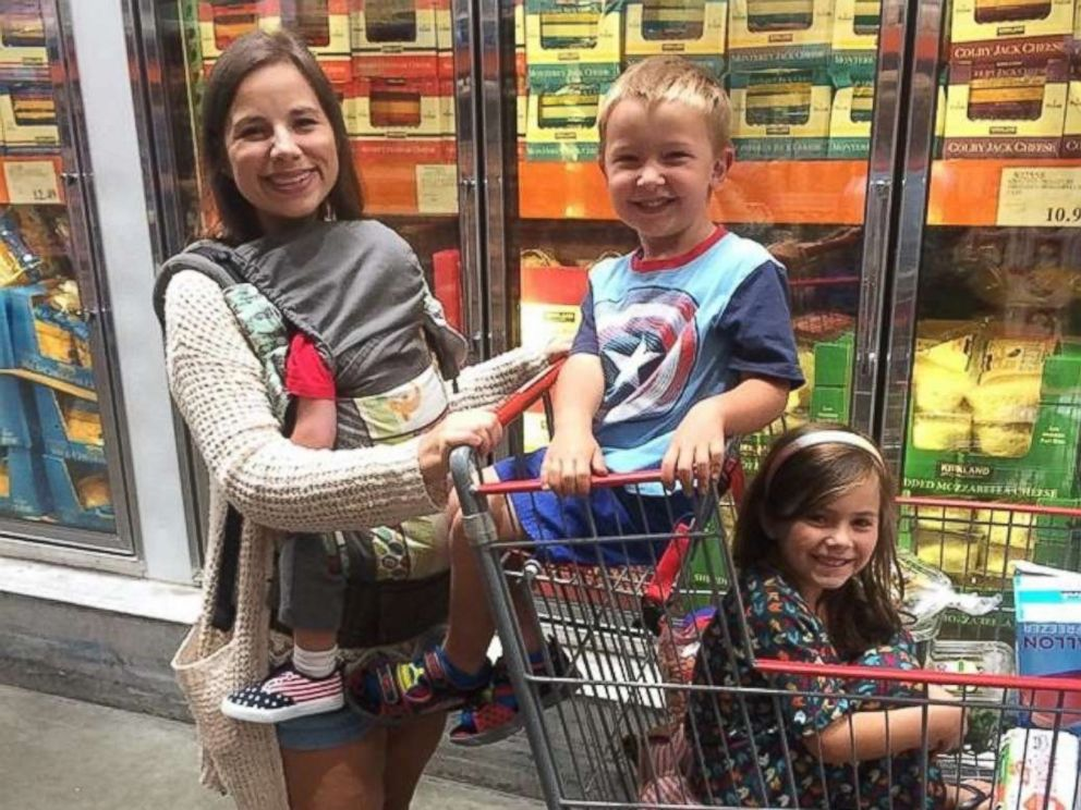 PHOTO: Brittany Williams, 27, shops for food with her three children.