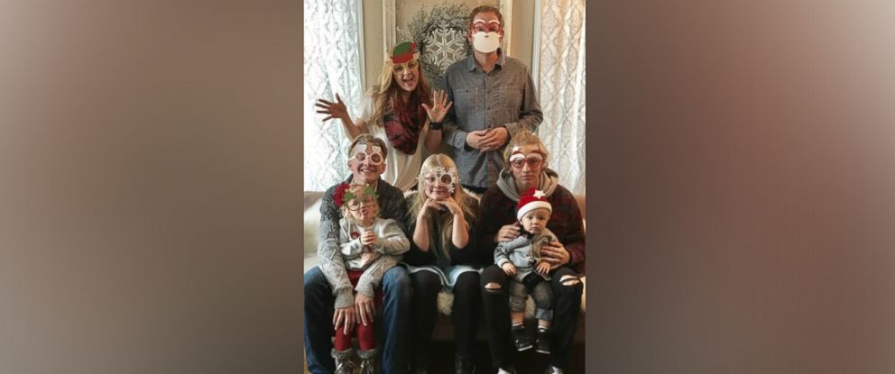 PHOTO: Carrie Deklyen refused cancer treatment to save her unborn baby. She is pictured here with her family.