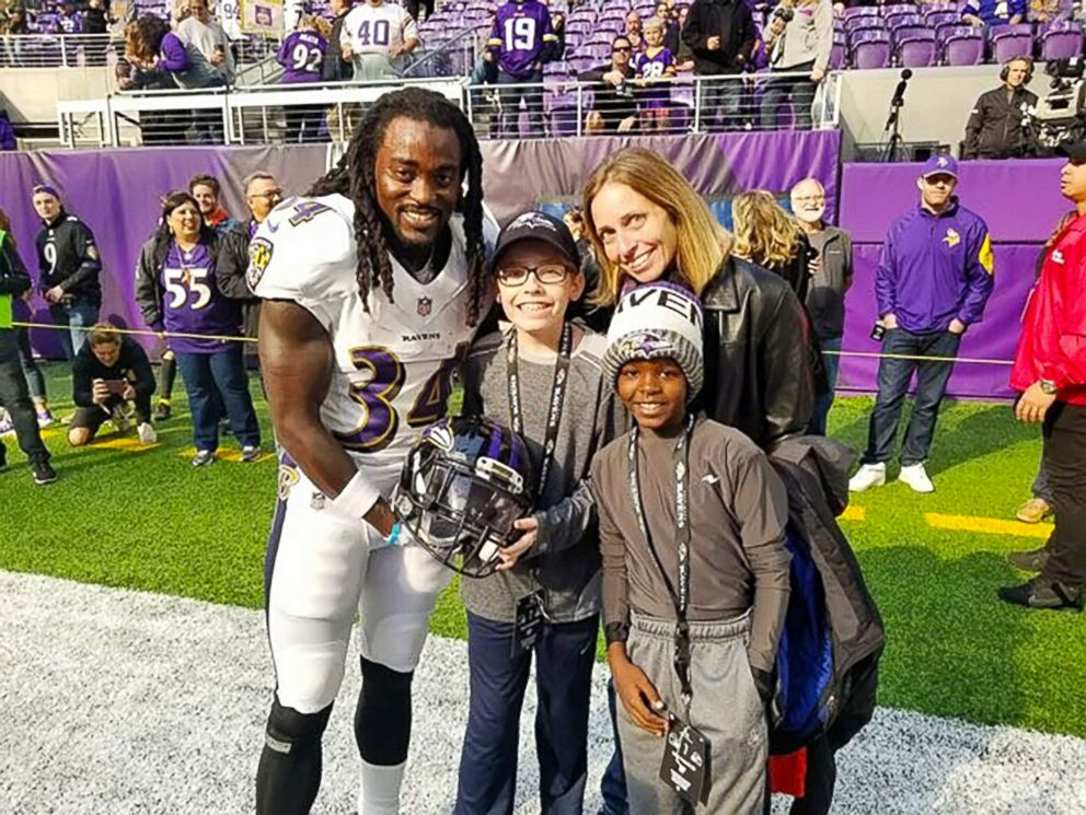 PHOTO: Baltimore Ravens star Alex Collins poses with Carl Tubbs, 12, center, and members of his family in Minneapolis, Minn., on Oct. 22, 2017