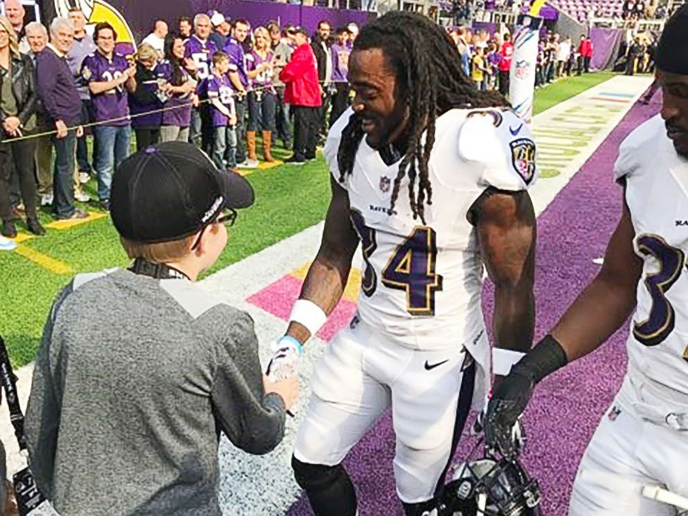 PHOTO: Carl Tubbs, 12, of Des Moines, Iowa, meets Baltimore Ravens star Alex Collins in Minneapolis, Minn., on Oct. 22, 2017.