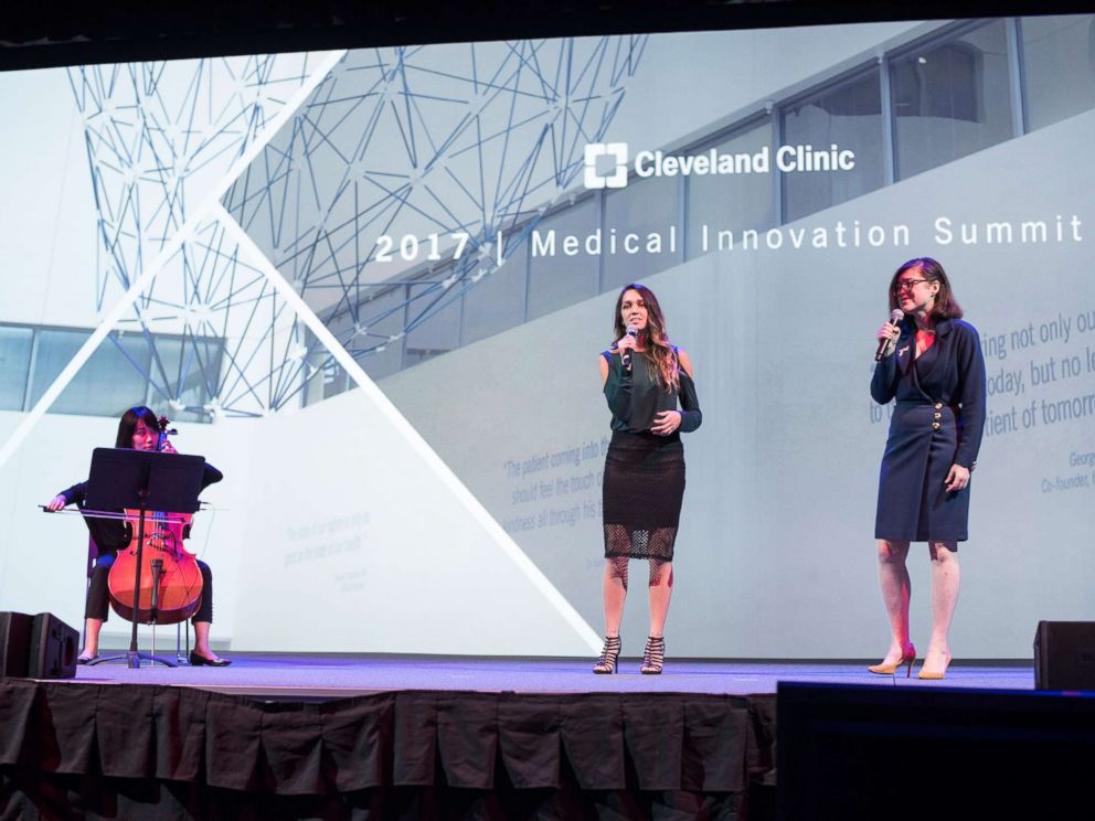 PHOTO: Opera singer Charity Tillemann-Dick, left, who had two lung transplants, sings onstage with her donors daughter Esperanza Tufani during the Cleveland Clinic Medical Innovation Summit held Oct. 24, 2017.