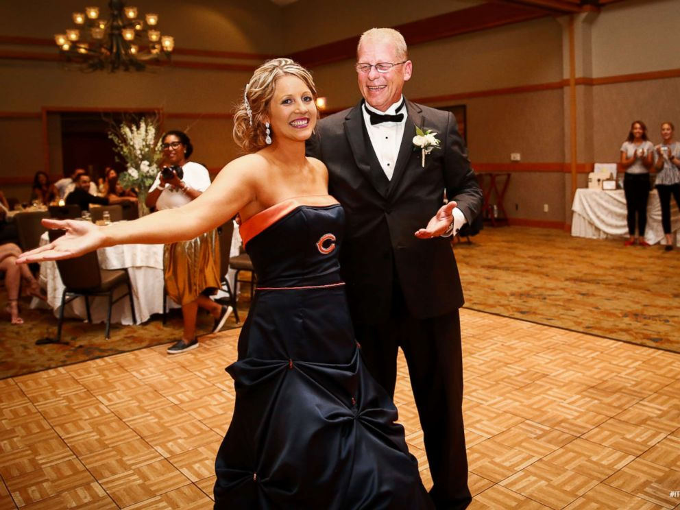 Bride surprises father by wearing Chicago Bears-themed wedding dress ...