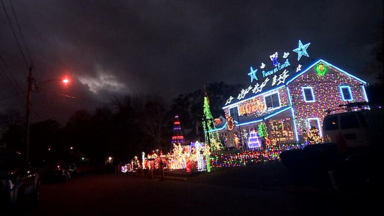 familys massive christmas lights display courts controversy in connecticut town abc news