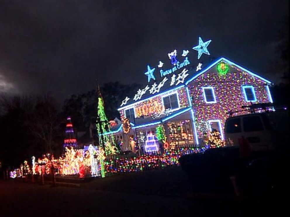 House With Christmas Lights.Family S Massive Christmas Lights Display Courts Controversy
