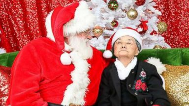 'PHOTO: Karen Rangel, an 86-year-old grandmother in the final stages of dementia, sits with Santa Claus1_b@b_1a photo shoot on Dec. 9, 2017' from the web at 'https://s.abcnews.com/images/Lifestyle/dementia-santa-claus-01-ht-jc-171221_16x9t_384.jpg'