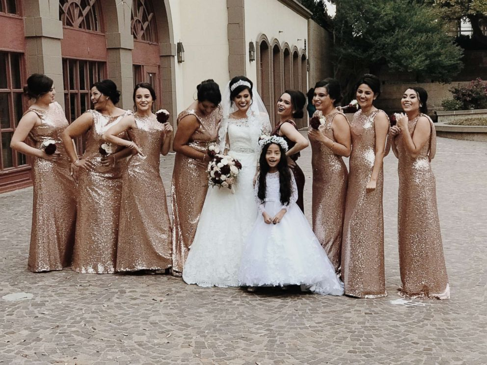 Photo Bride Gladys Salinas With Her Sister Rosa Moran And Bridesmaids On