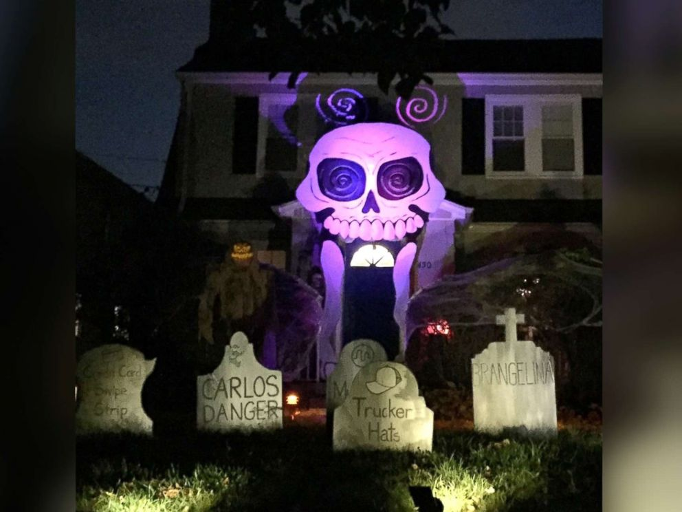 PHOTO: Michael Frys Halloween decorations in 2016 featuring a two-story skull.