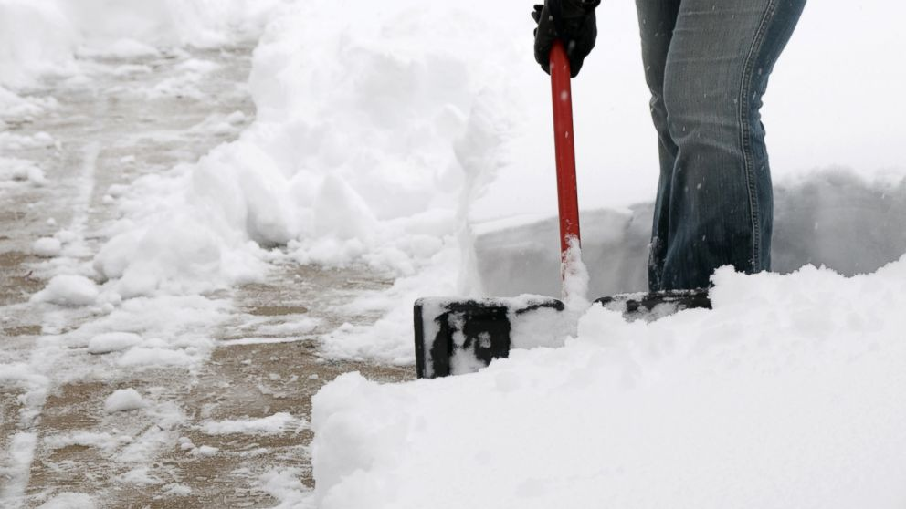 Waiting To Shovel Snow Until It Stops >> How To Clear Snow Safely And Efficiently Abc News