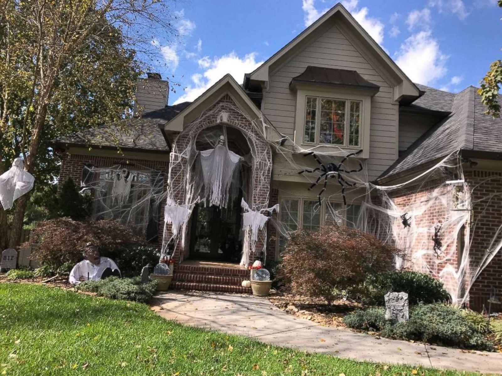 Meet The Family That Goes All Out With Halloween Decorations