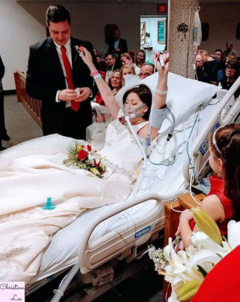 PHOTO: Dave and Heather Mosher wed at St. Francis Hospital in Hartford, Conn., Dec. 22, 2017.
