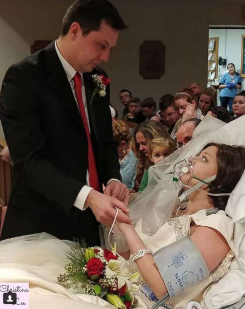 PHOTO: Dave and Heather Mosher exchange vows at their wedding inside St. Francis Hospital in Hartford, Conn., Dec. 22, 2017.