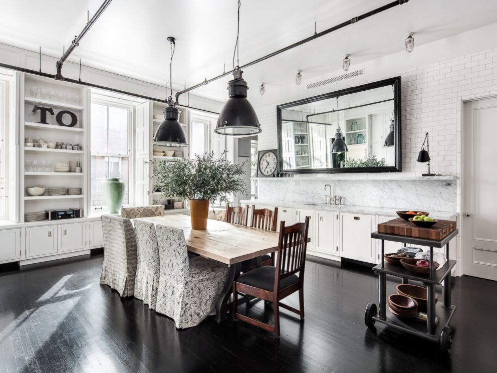 PHOTO: Ryan Expanded And Renovated The Kitchen After Buying The Apartment  From Actor Hank Azaria