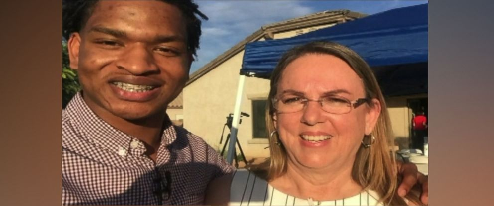 PHOTO: Jamal Hinton, 17, had Thanksgiving dinner with Wanda Dench in Arizona after she mistakenly invited him over for the holiday.
