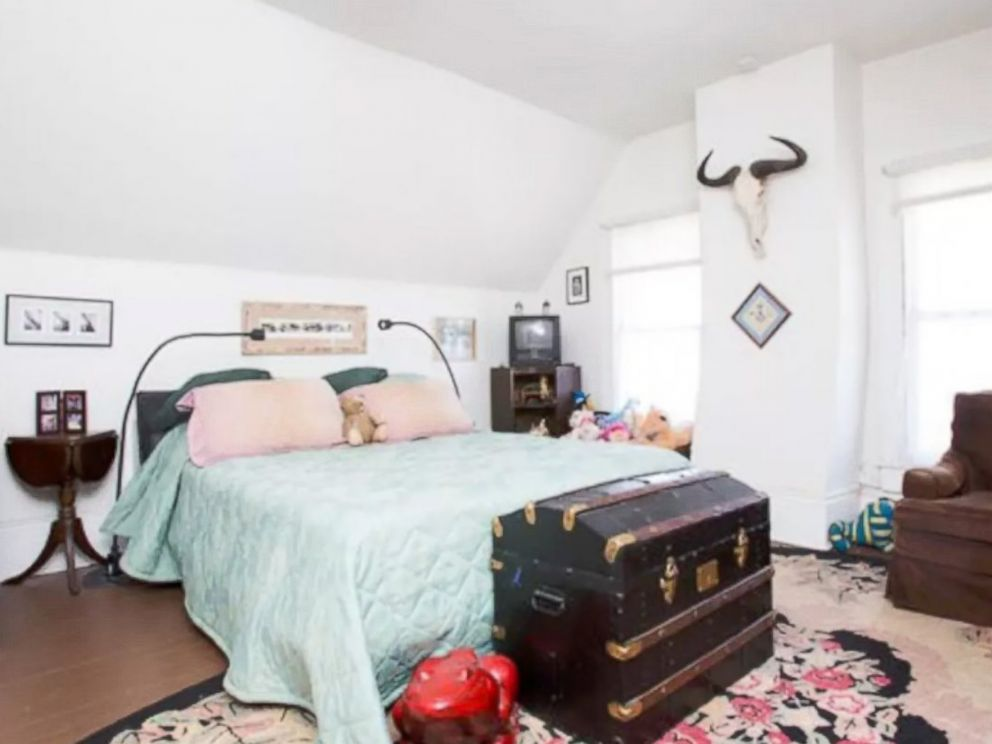 PHOTO: A listing for a haunted Airbnb bedroom in New Orleans, Louisiana.