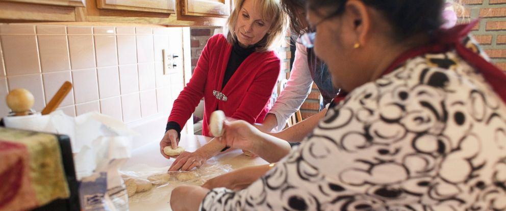 PHOTO: A Bengali cooking class with Afsari making Gobi Paratha