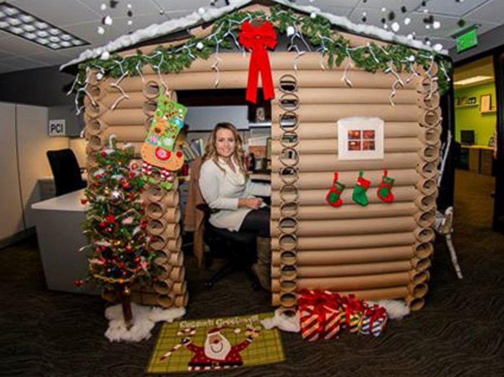 photo angela westfield 29 transformed her cubicle at the w minneapolis into a - Cabins Decorated For Christmas