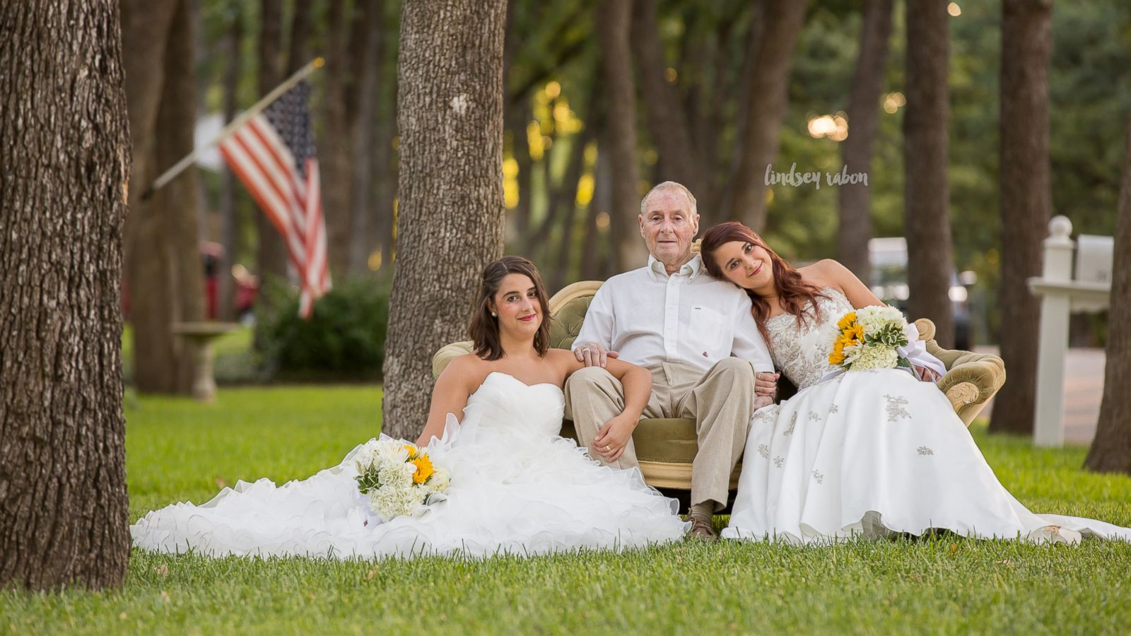 Twin Sisters Stage Wedding Photo Shoot With Their Alzheimers-Afflicted Dad