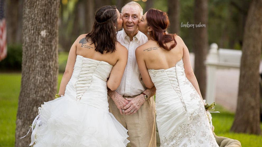 Twin sisters Sarah and Becca Duncan took wedding photos with their ailing dad Scott long before they're set to walk down the aisle.