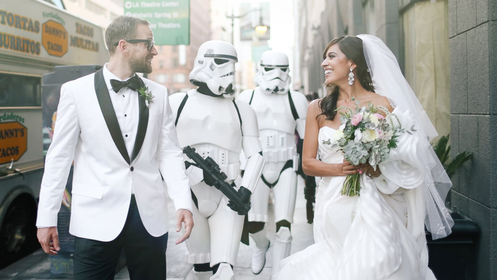 Bride Obsessed With \'Star Wars\' Throws Theme Wedding With Touches ...