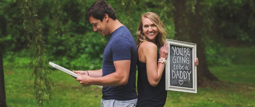 PHOTO: Wife Surprises Husband With Birth Announcement During Adorable Photoshoot
