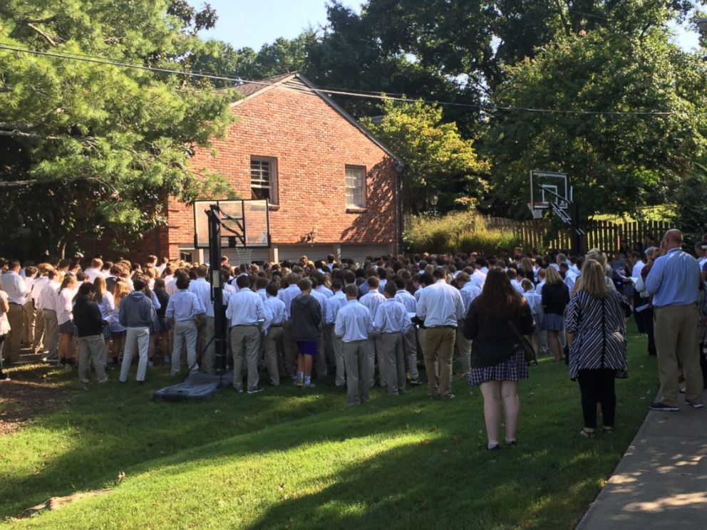 PHOTO: 400 students from Christ Presbyterian Academy in Nashville, Tennessee stood outside the home of teacher Ben Ellis, who is battling an aggressive form of cancer, Sept. 7, 2016.