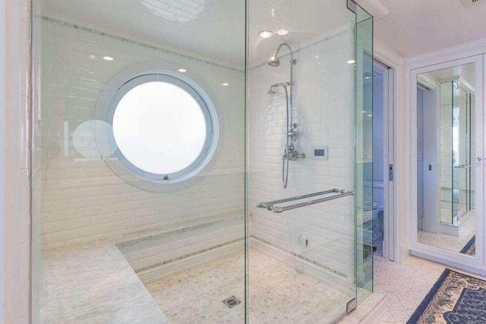 PHOTO: A bathroom inside Judy Garlands former Malibu beach home on sale for $3.7 million.