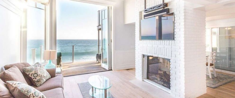 PHOTO: The living room inside Judy Garlands former Malibu beach home on sale for $3.7 million.