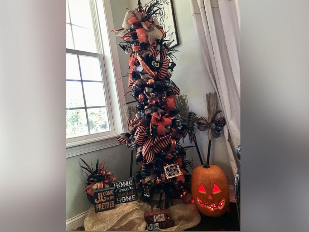 photo kandi jung owner of kandis kreations decorated a halloween tree with pumpkins