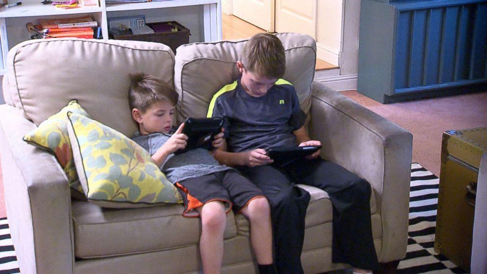 The Harding family regulate their own screen time for 48 hours, in Menlo Park, Calif.