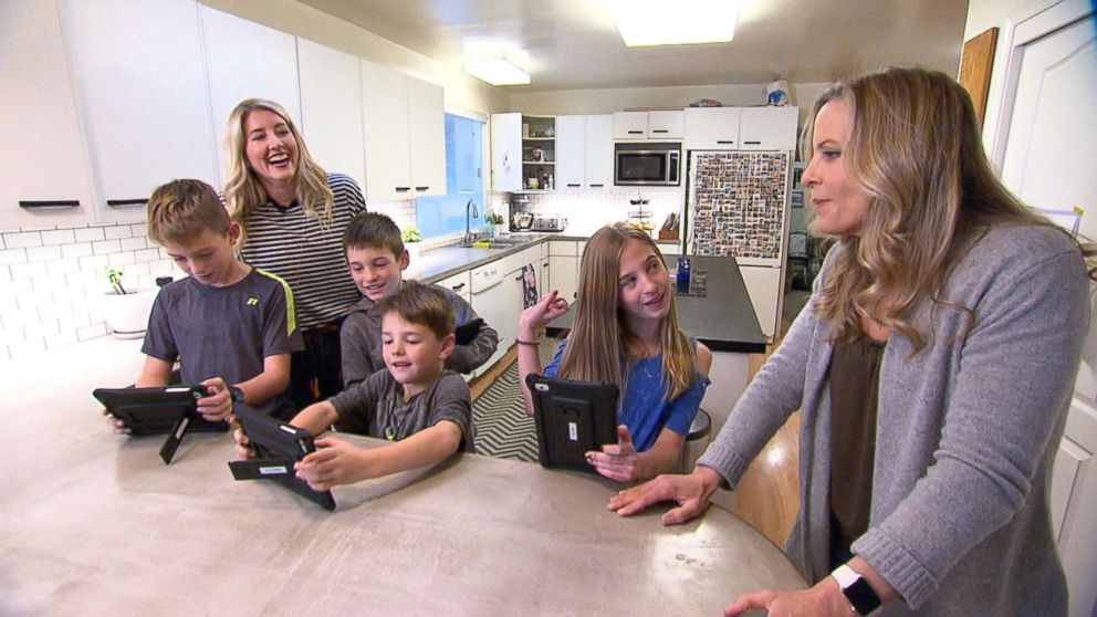 The Harding family of Menlo Park, California, let their four children, 6-year-old Cooper, 9-year-old Spencer, 11-year-old twins Jackson and Kaitlyn, regulate their own screen time for 48 hours.