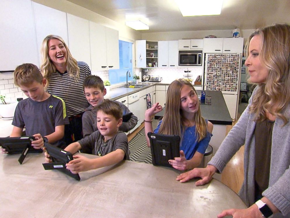 PHOTO: The Harding family of Menlo Park, California, let their four children, 6-year-old Cooper, 9-year-old Spencer, 11-year-old twins Jackson and Kaitlyn, regulate their own screen time for 48 hours.