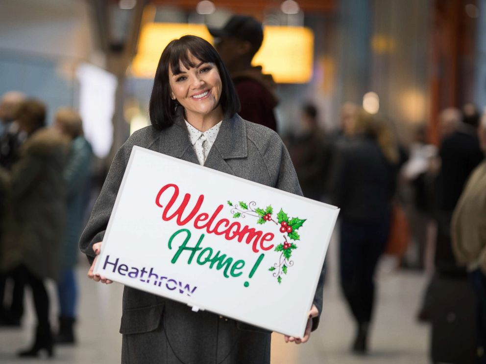 'PHOTO: Martine McCutcheon, who plays Natalie, the junior staffer who falls in love with Hugh Grant, surprised travelers1_b@b_1Heathrow Airport with their own Love Actually moments.' from the web at 'https://s.abcnews.com/images/Lifestyle/love-actually-star3-ht-mem-171220_4x3_992.jpg'