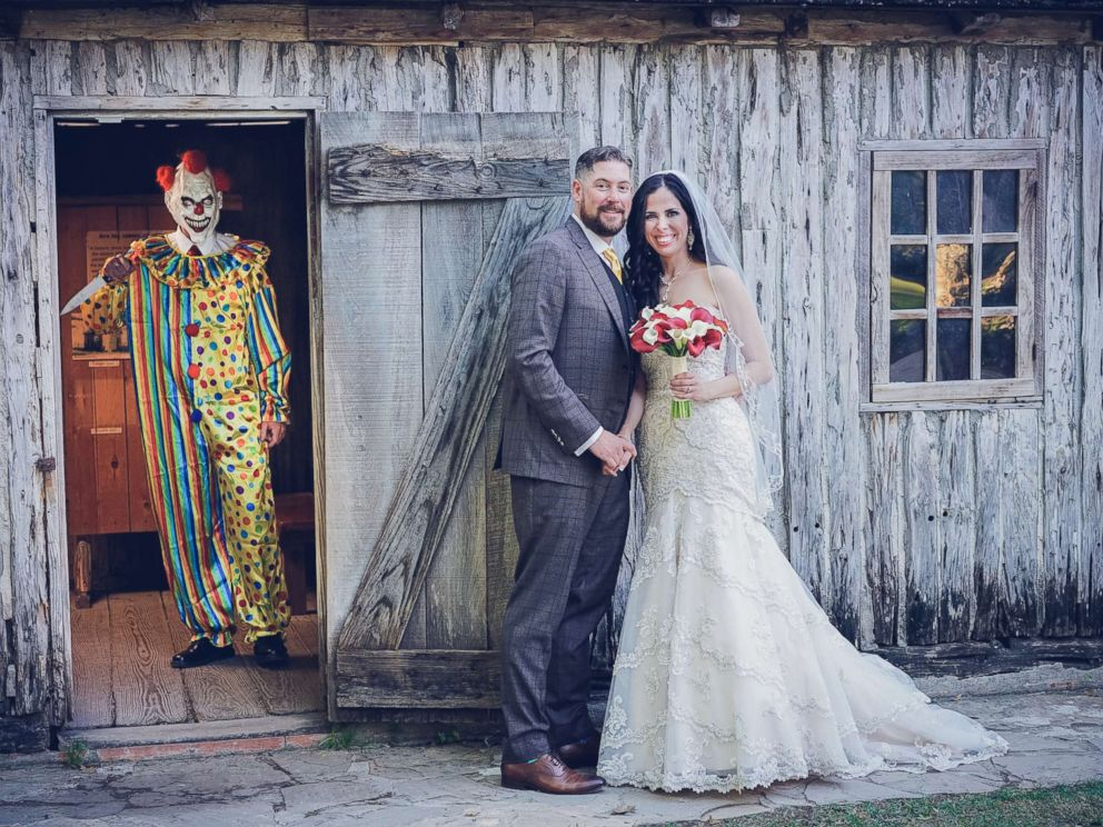 Photo Bride Manda Alexander Was Surprised By Her Husband Vincent With This Clown